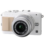 E-PL5 Mirrorless Micro Four Thirds Digital Camera with 14-42mm f/3.5-5.6 II R Lens (White Camera, Silver Lens)
