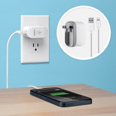 BelkinSwivel Charger + Lightning ChargeSync Cable (2.1 Amp)(F8J032tt04-WHT)